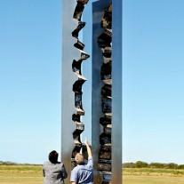 Between sculpture Leonard Sabol